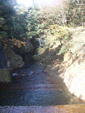 秘境のダム…(上から)