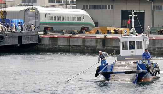 海の清掃船