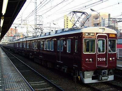 7016F+7022F 通勤急行梅田行
