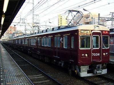 7034F+7021F 通勤特急梅田行