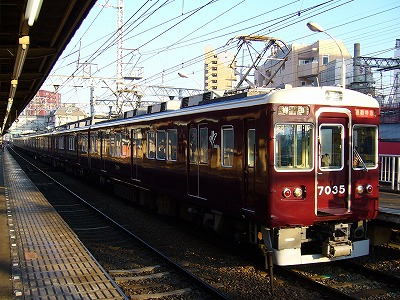 7035F+7020F 通勤特急梅田行