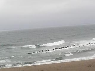 湯野浜荒れる海