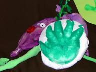 ぷにぷに作品「おイモと手形」