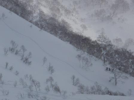 山頂から見えたボーダーのトレース