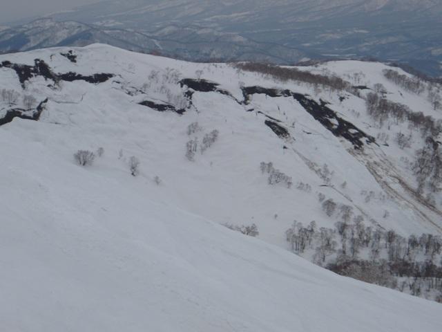 対岸の斜面の雪崩