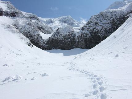 大滝より望むオプタテシケ山-1