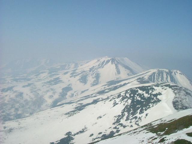 山頂から十勝岳方面