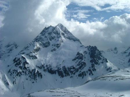 扎拉雀尼峰