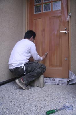 玄関扉作業