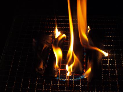 4竹炭を燃やす