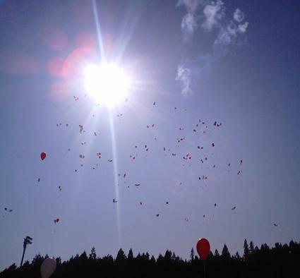 2風船飛ぶ