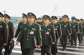 解放軍代表團的代表正在走向會場