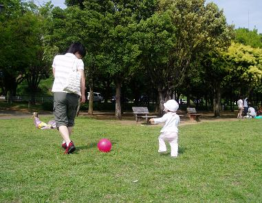 パパと一緒にボール遊び