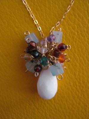★感謝価格★宝石質ラビットジェードの花冠ネックレス