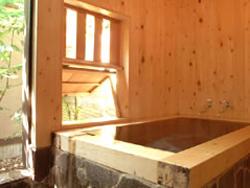 半露天の檜風呂