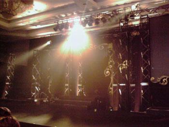 「STAY GOLD」のステージ