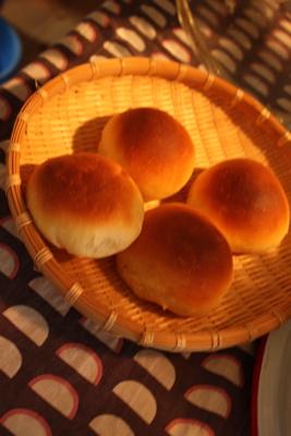 カッフェの焼きたてパン