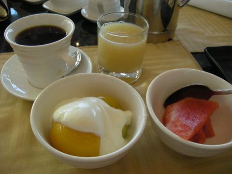 コーヒーと果物