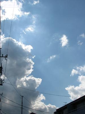 近寄る黒い雲