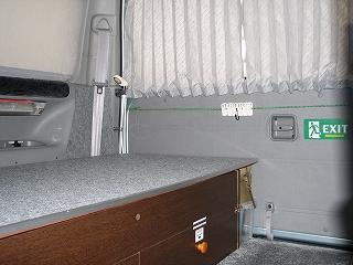ベッド下は、キャンプ道具の収納庫になっています。