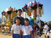 08.10.16 泉川小学校でのお祭り広場で千羽鶴の贈呈