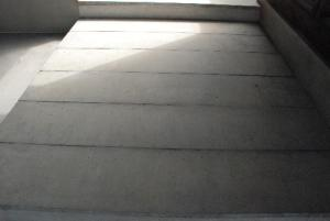 床:コンクリ平板