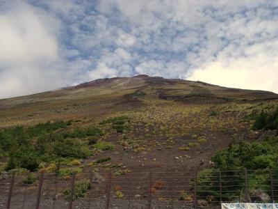 たどり着いた5合目から見る山頂
