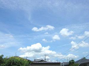 窓から見た空と雲