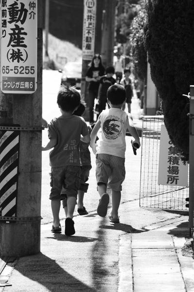 街角ギャング前進。