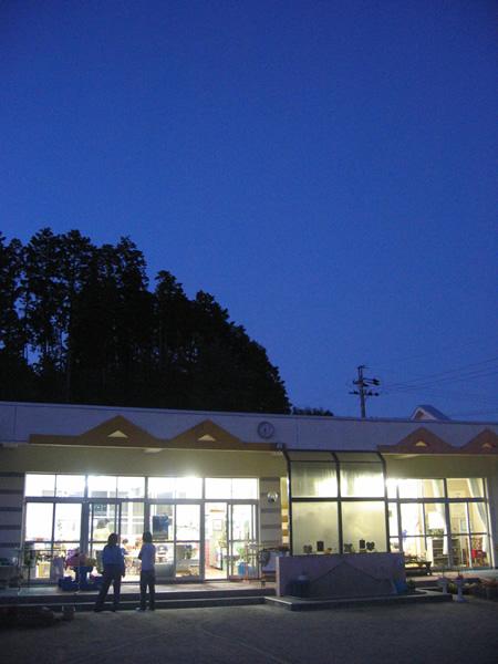 夜の保育所。