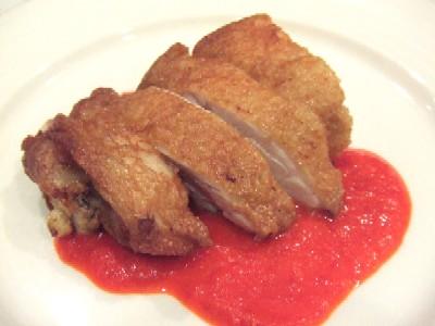 揚げ鶏の赤ピーマンソース