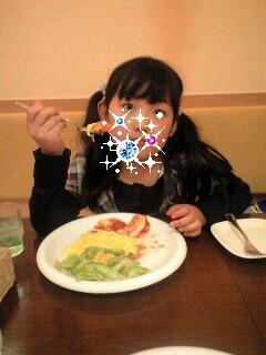 081114オムライスを食べる実織-0001