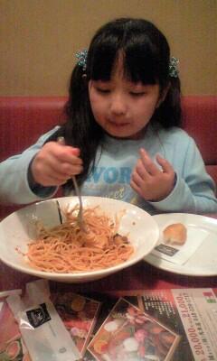 081213モダンパスタパスタを食べる実織