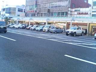 商店街道路に駐車場
