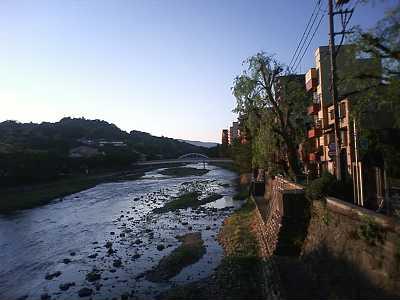 浅野川大橋から卯辰山