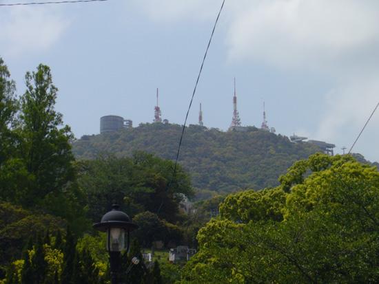 福山邸そばから見上げた稲佐山