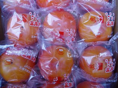貯蔵袋に入った富有柿