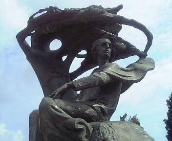 ショパン像(静岡・アクトシティ浜松)
