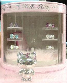 1,890万円のプラチナ製ハローキティ人形と宝石のセット