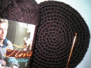 編みかけのニット帽