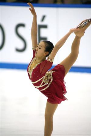 2006全日本フィギュアスケート選手権・211.76点の高得点を叩きたたき出し、2位の安藤に大差をつけて圧勝した浅田真央のスパイラル・シークエンス(写真:スポーツナビ)