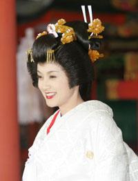 藤原紀香 挙式での白内掛姿(2007年2月17日 神戸・生田神社 写真:オリコン)