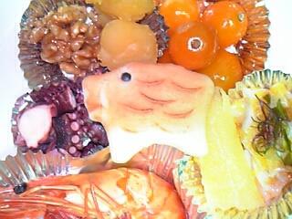 おせち料理(生菓子(干支の猪型)・きんかんの甘露煮・黄金いか(数の子&いか)・数の子&貝・数の子・海老のうま煮・酢だこ・くるみの飴煮・栗きんとん)