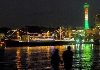 横浜港のシンボルの豪華客船『氷川丸』と『マリンタワー』2006年12月25日営業終了