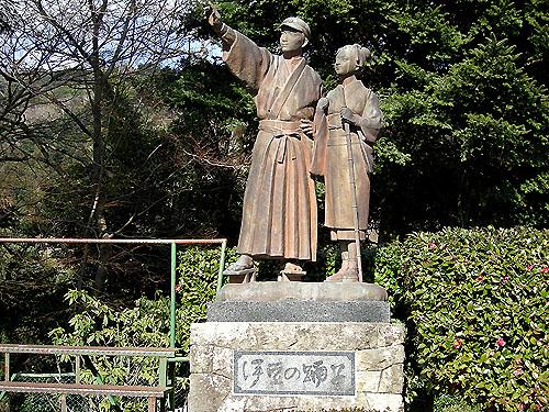 ☆浄連の滝伊豆の踊り子像