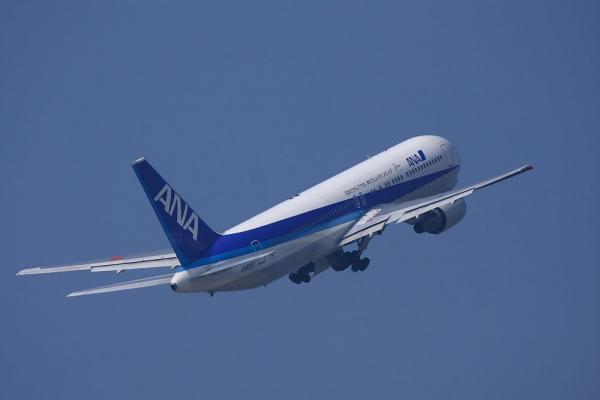 ANA B767-381 ANA433@神戸空港島平田学園東側(by 40D with EF100-400/4.5-5.6L IS)