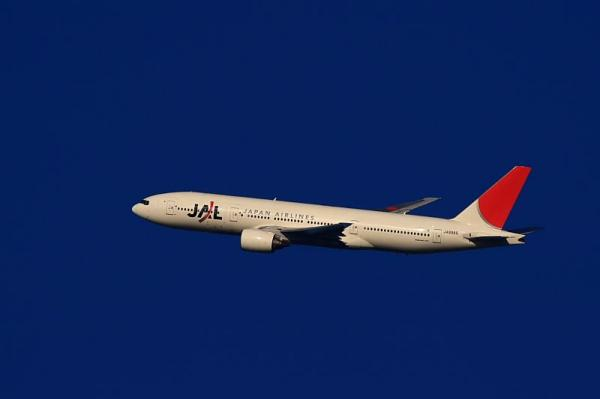 JAL B777-246 JL102@大鹿TSUTAYA駐車場(by KDX with EF100-400)