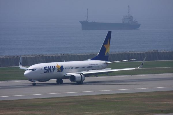 SKYMARK B737-8Q8 SKY105@神戸空港ターミナル展望デッキ(by 40D with EF100-400/4.5-5.6L IS)