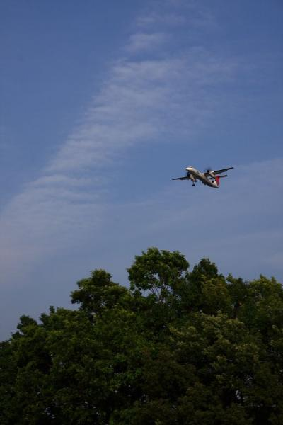 JAC DHC8-Q400 JAC2316@千里川土手(by 40D with SIGMA18-50/2.8EX)