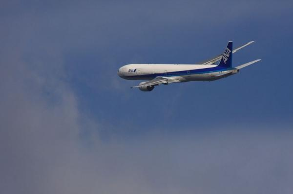 ANA B777-381 NH16@RWY14Rエンド(by 40D with SIGMA300/2.8EX+APO TELE 2x)